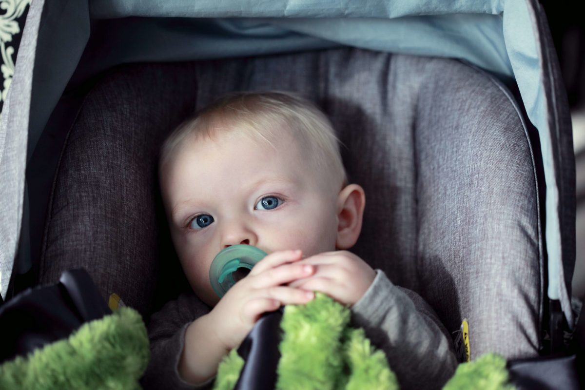 dziecko w aucie zanieczyszczenie